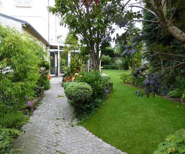 Les Jardins à l'Ancienne, Jardin urbain, allée, conception paysagère, nicolas gobert